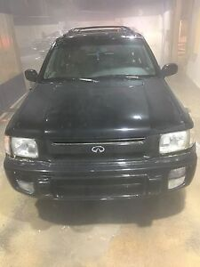 Infiniti QX4 reliable and winter ready luxury SUV