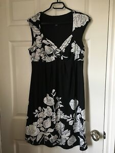 2 beautiful ladies summer dresses. size L