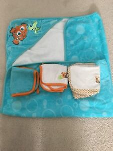 Baby hooded towel with washcloths- Disney Nemo