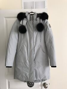 Brand new women's MOOSE KNUCKLES parka size SMALL