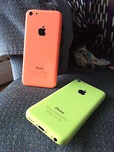 2 iphones 5c (rouge et vert)