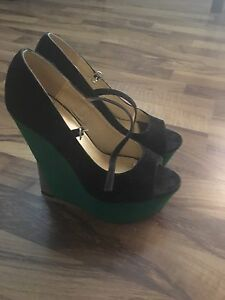 Black and green velvet wedges
