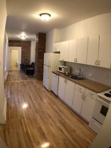5 bedrooms for rent / Downtown metro front apartment for student