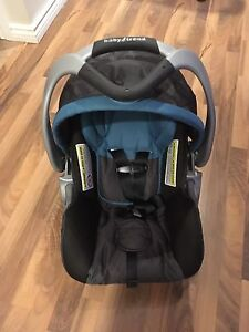 Baby trend car seat and bases