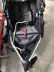BOB revolution Stroller with car seat adapter!