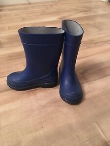 Toddler rubber boots.