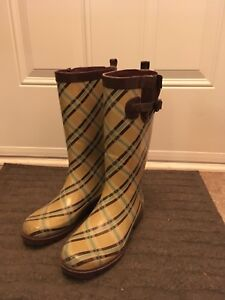 Almost new Rain Boots size 7/8 (women)