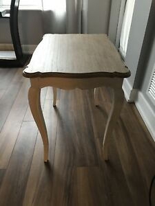Natural wood end table - perfect condition