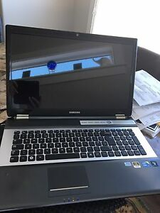 Samsung 17 inch RF710 laptop with bag