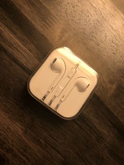 Apple earphones New Genuine