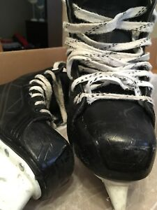 Hockey skates: size 5.0. (shoe size: 6)