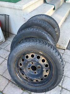 Rims d'acier et pneus d'hiver à vendre