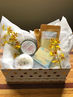 Handmade luxury gift packs-candle and bath products