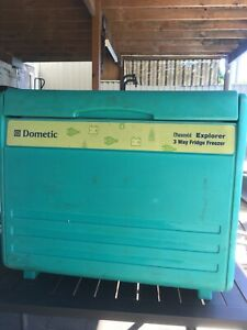Chescold Dometic F400 3-way fridge camping