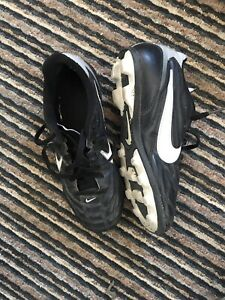 Nike 2Y soccer cleats
