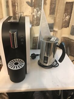 Expressi machine and milk frother