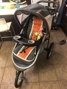Graco jogging stroller with 2 car seats and 2 bases