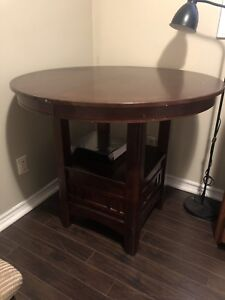 Used Dining room set w/ 4 chairs