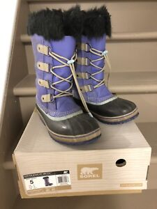 SOREL Winter Boots -Size 5 Youth - used