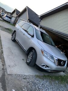 2014 Nissan Pathfinder SL AWD/ fully loaded leather