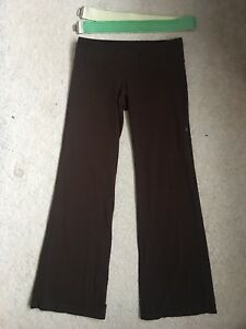 "Lululemon ""Belt It Out"" yoga pants (size 6)"