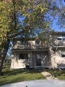 3 bedroom 3 bath townhouse close to 8th street!