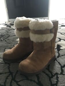 UGG boots youth size 2