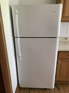 Frigidaire fridge/freezer 30""