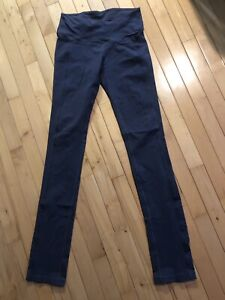 Lululemon Tights / Yoga Pants - Size 6 - Excellent Condition