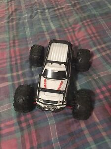 Traxxas 1/16 Summit MINT CONDITION