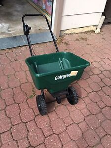 Lawn Spreader for fertilizer and grass seed