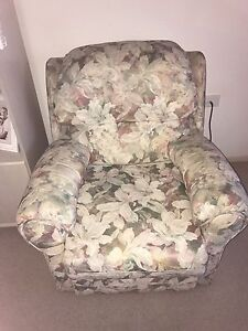 Armchairs / Single lounge chairs-2 standard +2 Recliners Casula Liverpool Area Preview