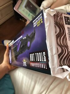 CURLING IRON BRAND NEW IN THE BOX WORTH 120$