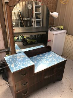 Dresser - vintage - antique - drawers - detachable mirror