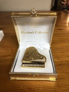 Fifth Avenue grand piano Sawatzke crystal brooch