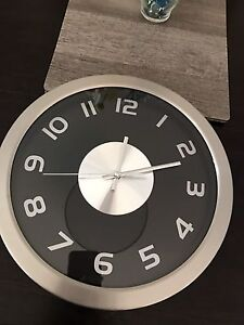 Black and chrome colour wall clock for sale