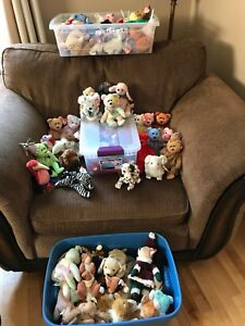 Large lot of beanie babys