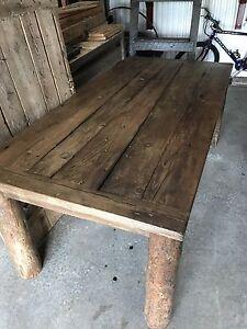 Table de bois de grange