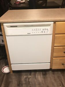 EUC: fridge with water and ice./microwave/stove/dish washer