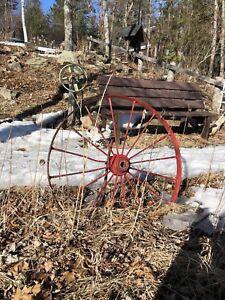 Outdoor decor, cast iron wagon wheels, decorative well, frog