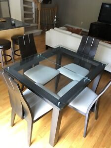 Tremendous Glass And Wood Table And Chairs Kijiji In Ottawa Home Interior And Landscaping Elinuenasavecom