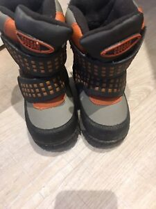 Boys size 5 winter boots