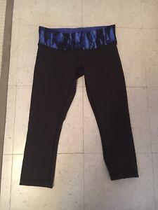 Lululemon cropped leggings size 8 REVERSIBLE