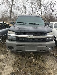 2002 Chevrolet Avalanche 2 wheel drive. NEED GONE!!!