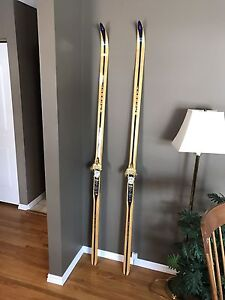 Beautiful Vintage  210 cm Skis made In Rindal Norway