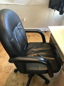 Table and chair for only 40$