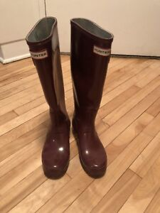 Hunter BOOTS SIZE 6 1/2  burgendy colour !!!!!