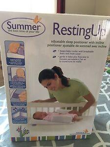 Coussin de positionnement pour bébé avec inclinaison