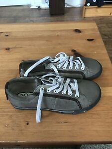 NEW Men's Size 8 Keen Shoes