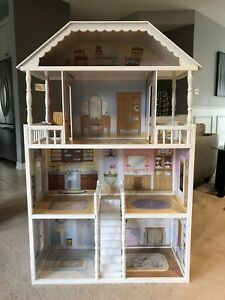 Barbie house, barbies (over 40), and accessories